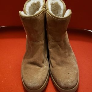 UGG tan boots size 8 EXCELLENT